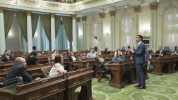 Assemblymember Rivas welcomes Gilroy Leadership Group on the Assembly Floor